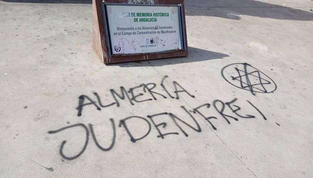 Realizan pintadas nazis en monumento a las víctimas de Mauthausen de Almería