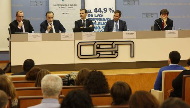 De izquierda a derecha, Jorge Santos y José Ignacio Pérez de Albéniz, de Arpa Abogados; José Luis Larriu (Caixabank); y José Miguel Ancín y Pablo Pajares, de Deloitte Legal.