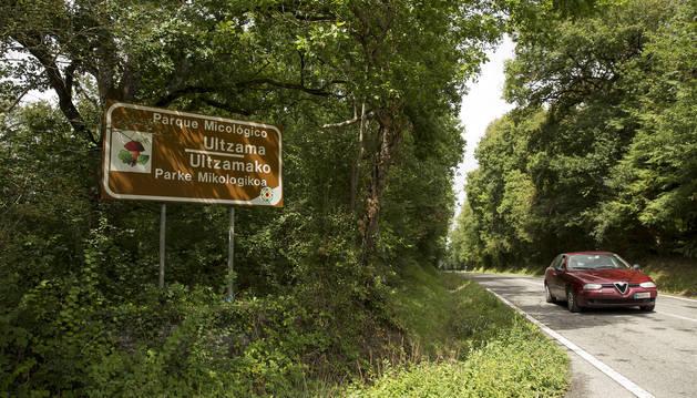 En una imagen de archivo, uno de los carteles que delimita el Parque Micológico de Ultzama.