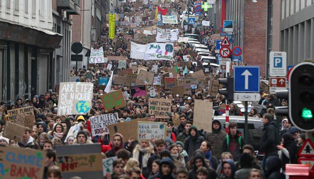 Una manifestación promovida por estas adolescentes contra el cambio climático