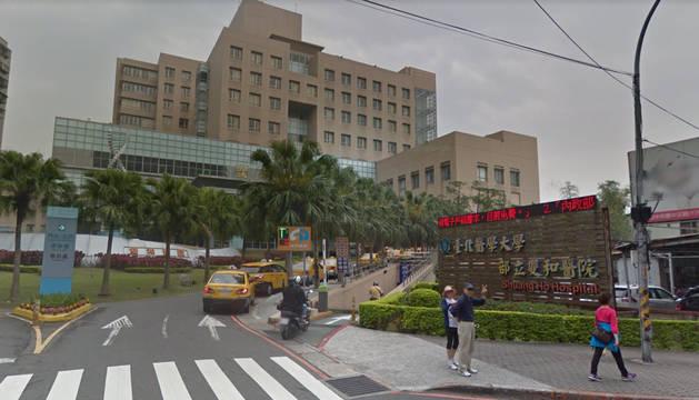 Fachada del Hospital Shuangho ddonde uqedó ingresado el joven.