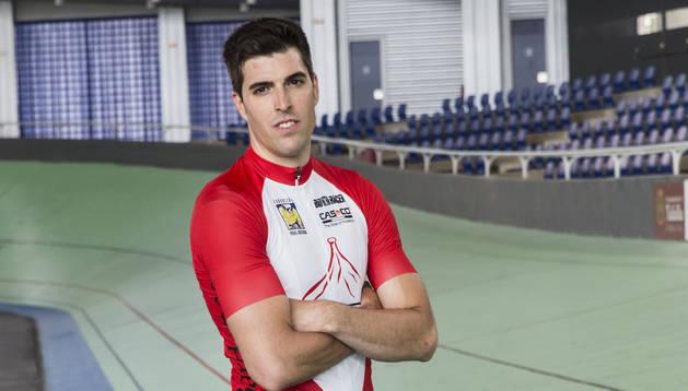 Juan Peralta, en el Velódromo Miguel Induráin de Tafalla.