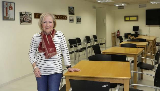 María Dolores García en la sala de actividades del club de jubilados de Mutilva, en la plaza Mutiloa.