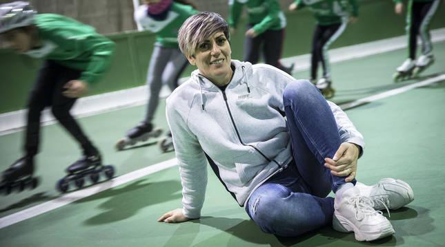 Araceli Larrea, que llegó a ser campeona mundial de patinaje y cuenta con un palmarés impresionante, no ha abandonado el mundo del patinaje. Ahora entrena en la AD San Juan.