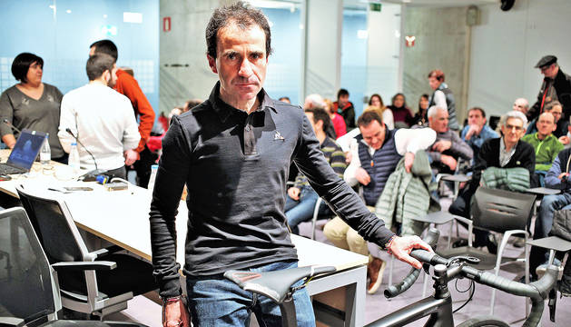 Javier Iriberri llenó la sala en el Navarra Arena en la que explicó su vivencia en la cita norteamericana.