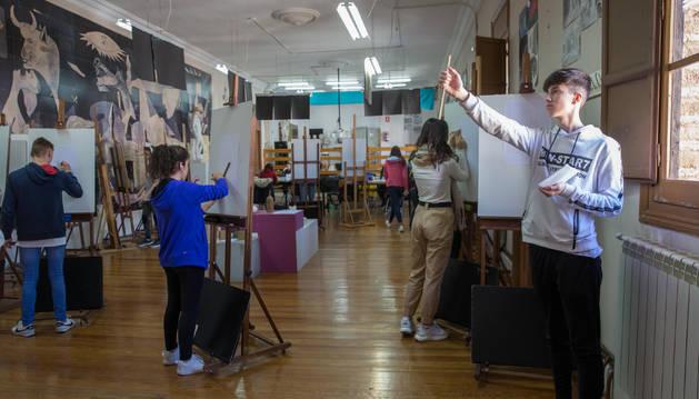 Alumnado de la Escuela de Arte y Superior de Diseño de Corella durante una de las clases.