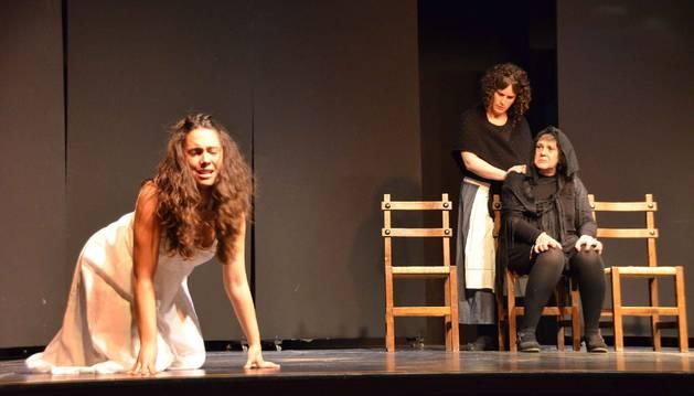 'Loca por ti, Federico' es la última obra del grupo de teatro Doña Sancha de Aibar, que ya han representado en Sangüesa y Lumbier.