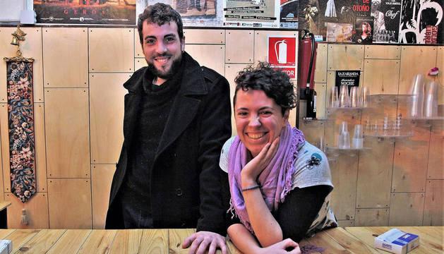 Fermín Cariñena, director de la obra, y Elur Olabide, ayudante de dirección.