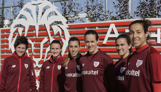 De izquierda a derecha, Erika Vázquez, Ane Bergara, Ana Díaz, Marta Unzué y Eunate Arraiza, el pasado miércoles en Lezama.
