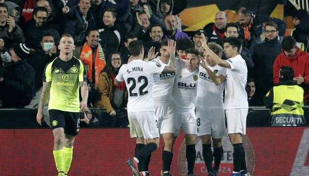 El Valencia aprovechó su superioridad numérica para clasificarse