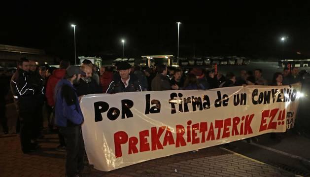 Normalidad en el inicio de la huelga de villavesas en Pamplona