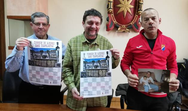 El edil de Deportes de Estella, Ignacio Sanz de Galdeano, Alfredo Ruiz Turrillas e Iñaki Sáez.