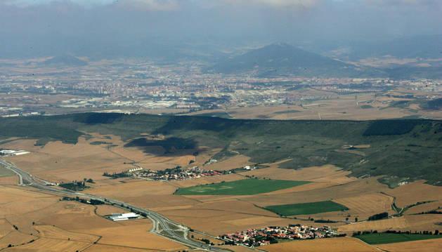 Vista desde la Higa de Monreal de una parte del Valle de Elorz.