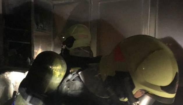 Los bomberos, en el edificio de Ansoáin
