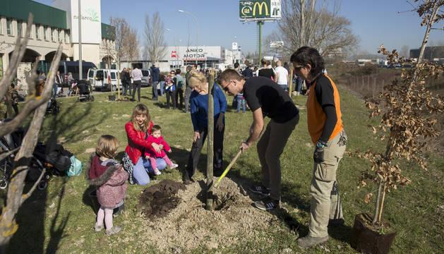 Las familias tuvieron la ayuda de cinco jardineros del Área de Jardinería y Agenda 21.