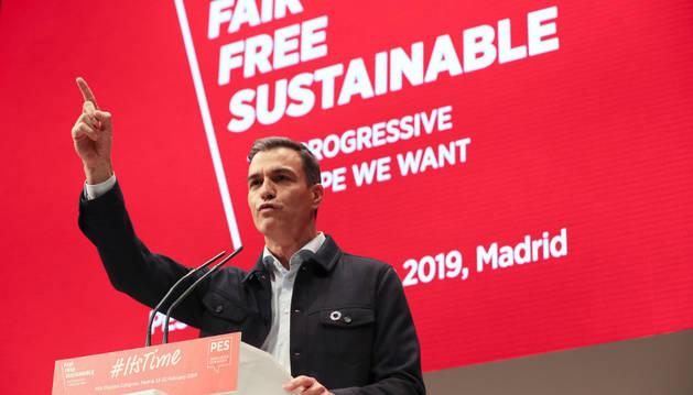 El secretario general del PSOE y presidente del Gobierno, Pedro Sánchez, durante su intervención en la última jornada de la convención del Partido Socialista Europeo (PES).