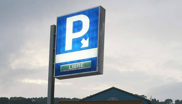 Una señal de parking.
