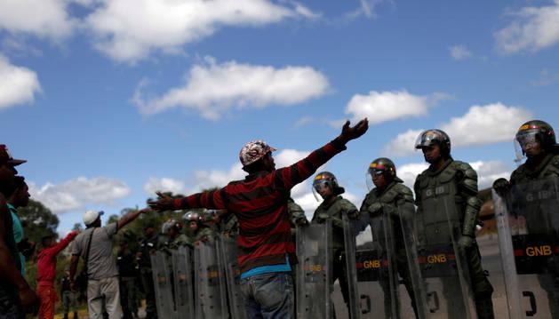 Soldados venezolanos en la frontera entre Venezuela y Brasil.