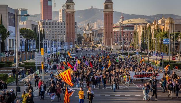 Foto de los CDR y Arran se manifiestan contra la presencia del Rey Felipe VI en el Mobile World Congress.
