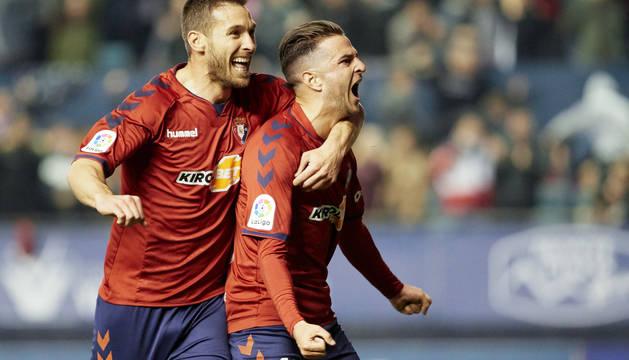 Xisco y Juan Villar celebran el gol al Zaragoza.