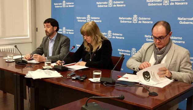 De izquierda a derecha: Baraibar, Ollo y el autor del informe, Pérez Macías.