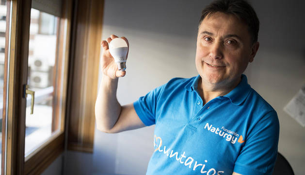 El tudelano Santiago Martínez, uno de los empleados del grupo Naturgy  que ejerce como voluntario para ayudar a familias con pocos recursos.