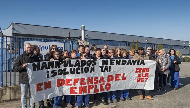 Concentración de protesta celebrada este martes por parte de la plantilla de Manipulados Mendavia.