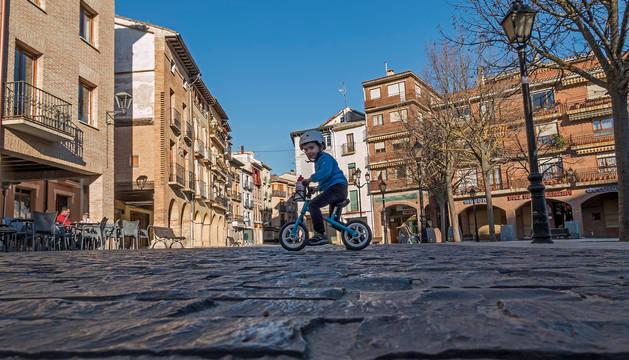 foto de Los adoquines de la plaza de Santiago, un firme muy rugoso e incómodo para sillas de ruedas o silletas.