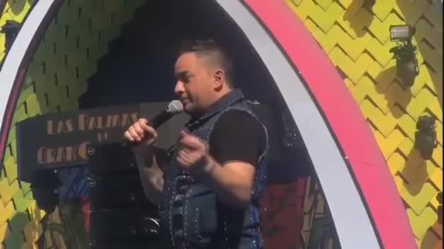 El cantante Manny Manuel expulsado de su concierto en Las Palmas