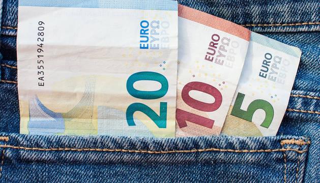 El salario medio se sitúa en Navarra en 1.807 euros, según Adecco