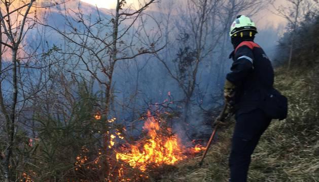 El Gobierno foral solicita apoyo aéreo al Gobierno central para extinguir un incendio en Goizueta