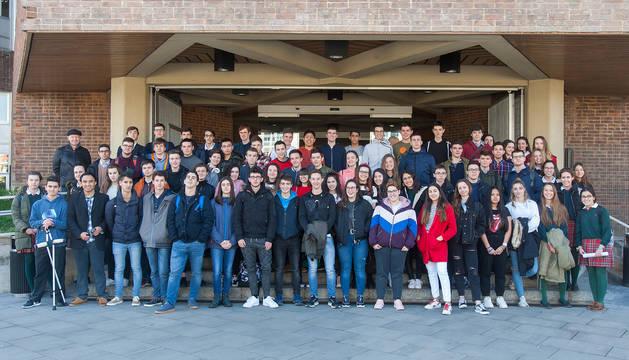Alumnos de Bachillerato y ESO pertenecientes a 17 centros educativos participantes en la Olimpiada de Filosofía.