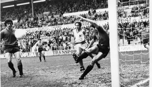 Lecumberri salvó un gol.