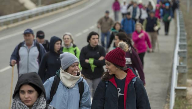 Peregrinos rumbo a Javier en la segunda de las marchas del pasado año.