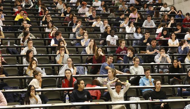 Primer día de exámenes en las pruebas del pasado año celebradas en el Aulario de la Universidad Pública de Navarra.
