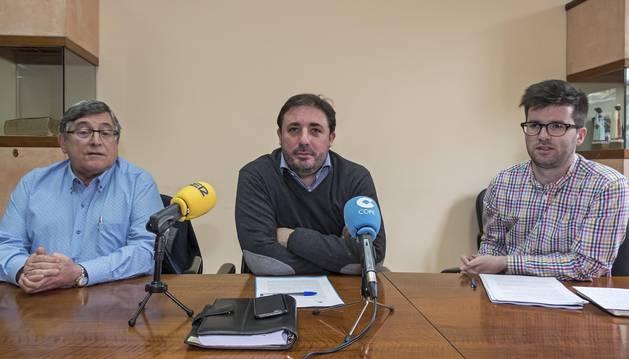 Imagen del candidato ( dcha.) en una rueda de prensa de Geroa Bai sobre el caso Oncineda.