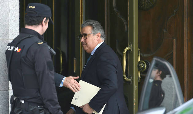El exministro del Interior, Juan Ignacio Zoido, a su llegada esta tarde al Tribunal Supremo para declarar como testigo en el juicio del procés.