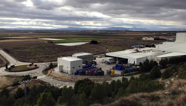El actual polígono industrial, en primer término con las instalaciones de Congelados de Navarra, con el terreno de la ampliación enfrente.