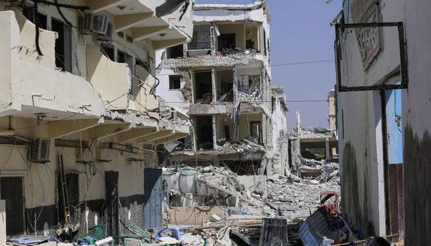 Al menos 25 muertos y 60 heridos en un ataque con camión bomba en Mogadiscio