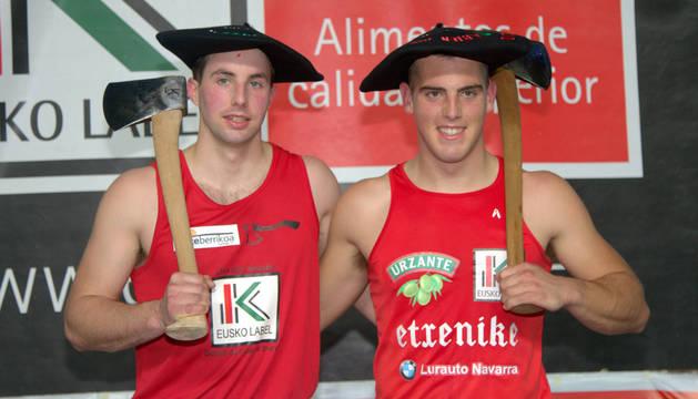 Rubén Saralegi e Iker Vicente, con la txapela de campeones.