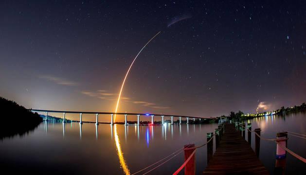 Despega sin incidentes la primera cápsula que llevará a turistas al espacio