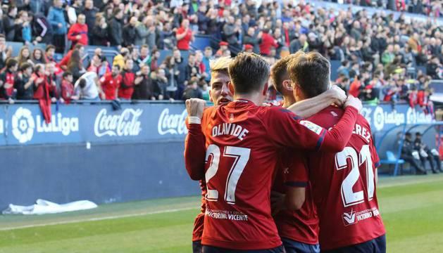 Olavide celebra con sus compañeros el gol de Roberto Torres.