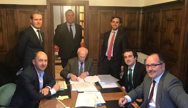 foto de Firma del acuerdo para la construcción de dos parques fotovoltaicos en Alfaro y Geria por Ríos Renovables
