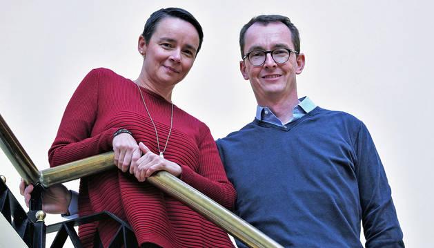 Los psicoanalistas Norka Malberg y Mark Dangerfield, el viernes en el Colegio de Médicos de Pamplona.