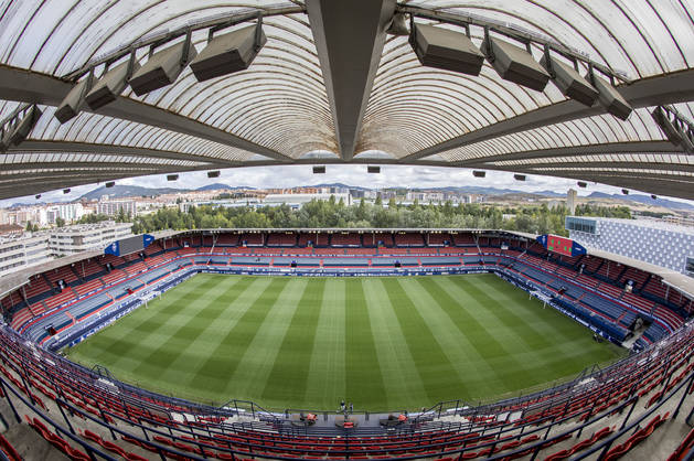 El Sadar, con un aforo de 18.300 espectadores, aunque será reformado para llegar a los 24.500.