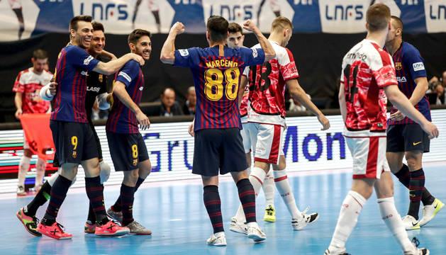 Los jugadores del Barça Lassa celebran uno de los goles de la final.