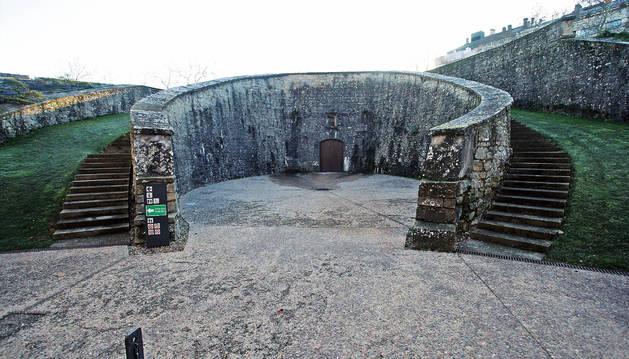 Foto del fortín de San Bartolomé, con su característica escalinata en media luna.