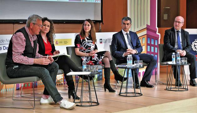 De izquierda a derecha, Helmut Hampp (moderador), Nora Alonso (Nagrifood), Mar González (Functional Print), Javier Belarra (ACAN) y Antonio Novo (FENAEIC).