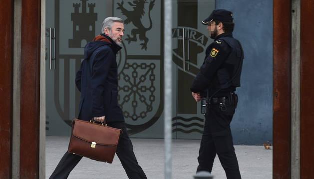 El exministro del Interior y expresidente de la Comisión de Auditoría Bankia, Ángel Acebes, a su llegada a la Audiencia Nacional para declarar en el juicio por la salida a Bolsa de Bankia.