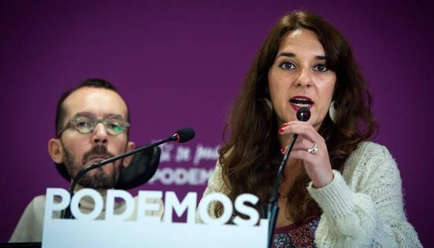 Podemos solicita a Pérez-Reverte que ceda su sitio en la RAE a una mujer